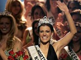Miss North Carolina USA Chelsea Cooley of Charlotte, reacts as she waves to the crowd after being crowned Miss USA 2005