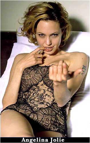 http://www.ua-reporter.com/images/2005/04/27/b_lara-croft-angelina-jolie.jpg