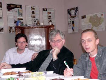 Зліва направо — Тімоті ЛЕЗАРД, Піерре ВІКАРІЙ та Сергій ГУЗЬ на тренінгу в Ужгороді.