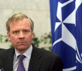 Яап де Хооп Схеффер заявляє, що двері НАТО відкриті.