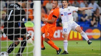 An Andrei Arshavin-inspired Russia beat the Netherlands 3-1 after extra time to reach the Euro 2008 semi-finals.