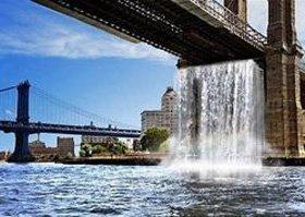 Нью-Йорк украсили искусственные водопады