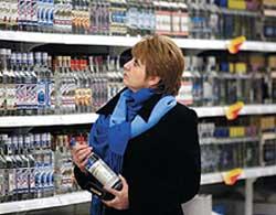 От фальсифицированных алкогольных напитков ежегодно умирает около 10 тысяч украинцев.