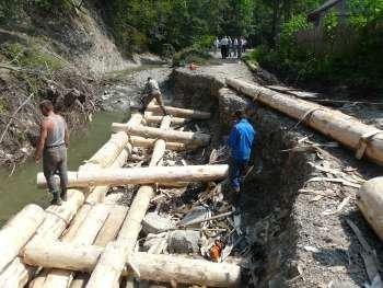 Воостановление дороги в Тячевском районе Закарпатья