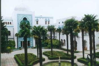 Парк санатория Дюльбер занимает площадь в 6 гектаров