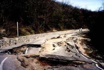 На ремонт дорог Закарпатью неоходимо 140 млн. гривен