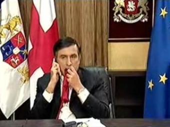 Саакашвили съел свой галстук в эфире телекомпании BBC