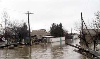 Стихия в Западной Украине напугала домовладельцев