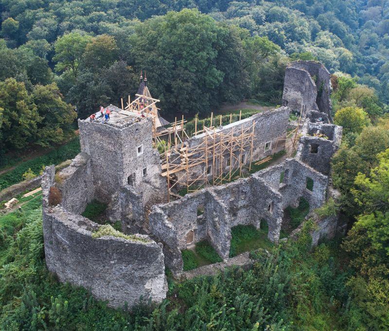 РеставрацияНевицкого замканачалась , однако никто твердо не скажет, а как выглядел замок