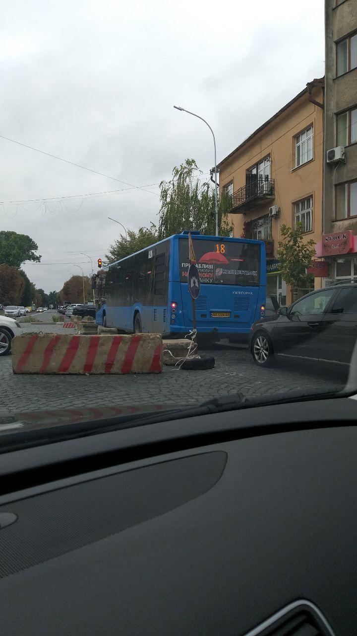 В центре Ужгорода автохамы поражают знаниями ПДР