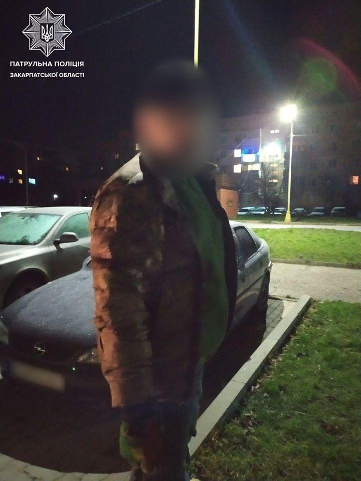 Проникновение, кража и сирены: В Ужгороде два подозрительных человека попались на преступлении