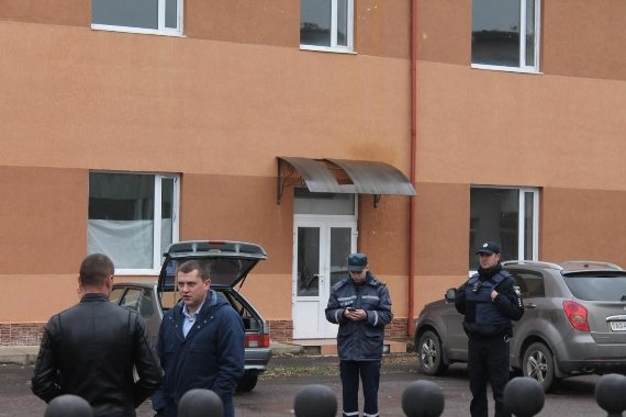 """Закарпатська поліція повідомляє про """"замінування"""" Ужгородського аеропорту"""