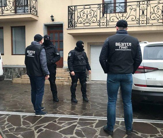 Двом закарпатцям оголошена підозра в організації каналу для нелегалів за кордон