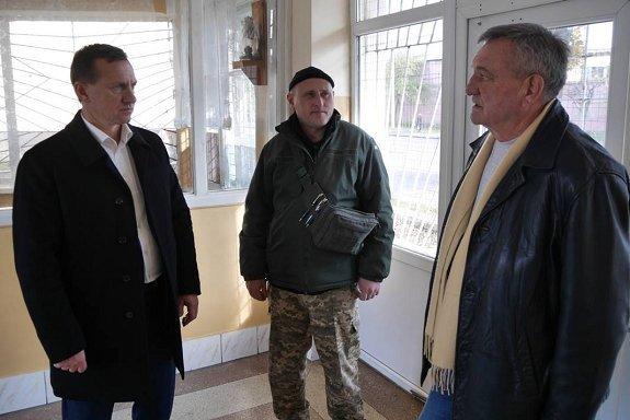 Богдан Андриив передал военным запчасти для АТО