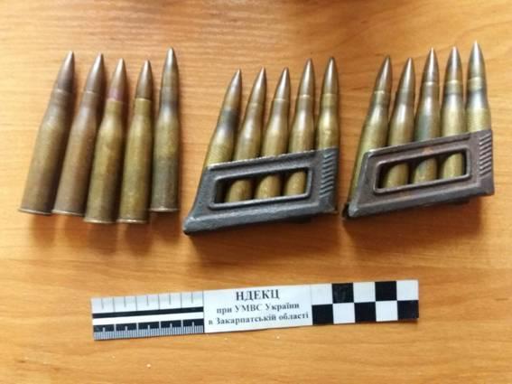 Перечинська поліція повідомила про підозру у незаконному поводженні зі зброєю двом місцевим жителям