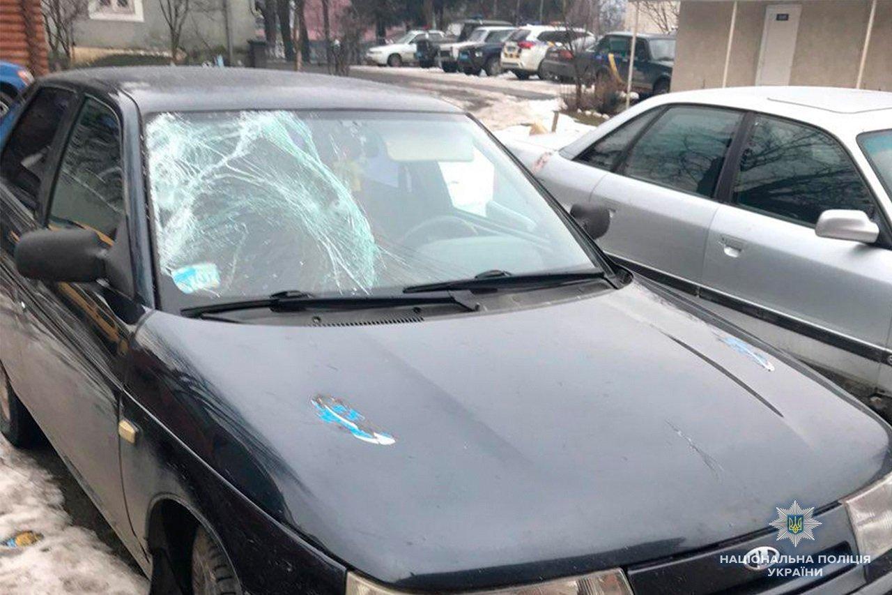 Поліція Закарпаття розшукала жінку-водія, яка насмерть збила людину