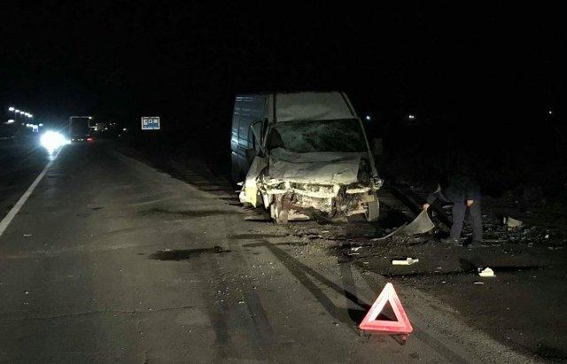 На трасі Київ-Чоп біля Чинадієва вантажівка без гальм зіткнулася з мікроавтобусом