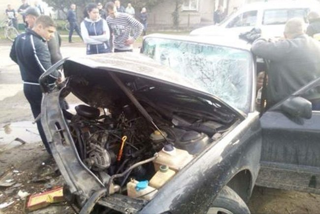 Закарпатські рятувальники деблокували постраждалого у ДТП