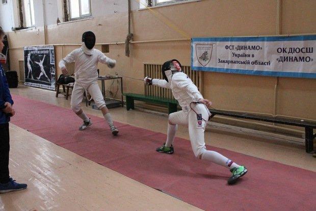 В Ужгороді провели традиційний зимовий передсвятковий турнір з фехтування