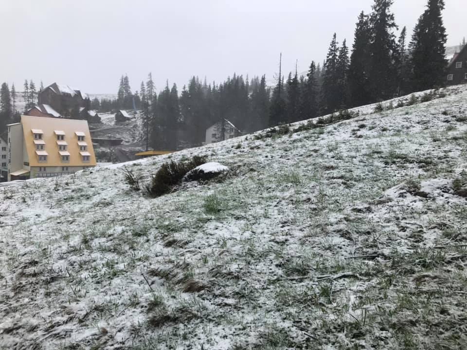 Зима не хочет уходить из Закарпатья и последний день весны