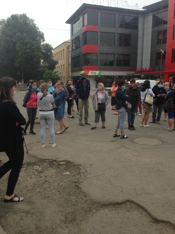 """Вышли на протест: В Закарпатье у предпринимателей от карантина уже """"горит"""""""