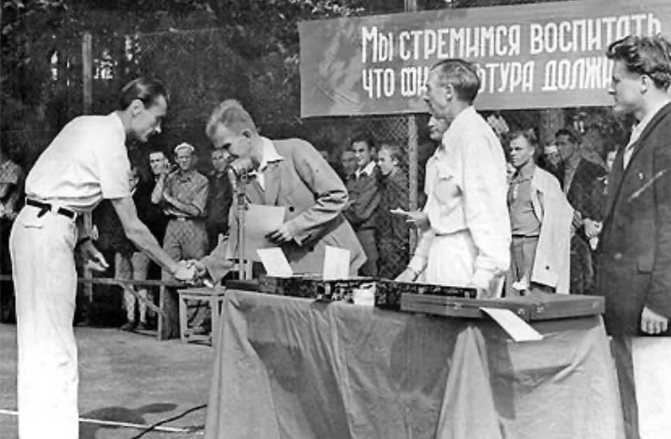 В Ужгороде банда Андріїва играет с огнём - столетний теннисный корт хотят уничтожить и изгадить