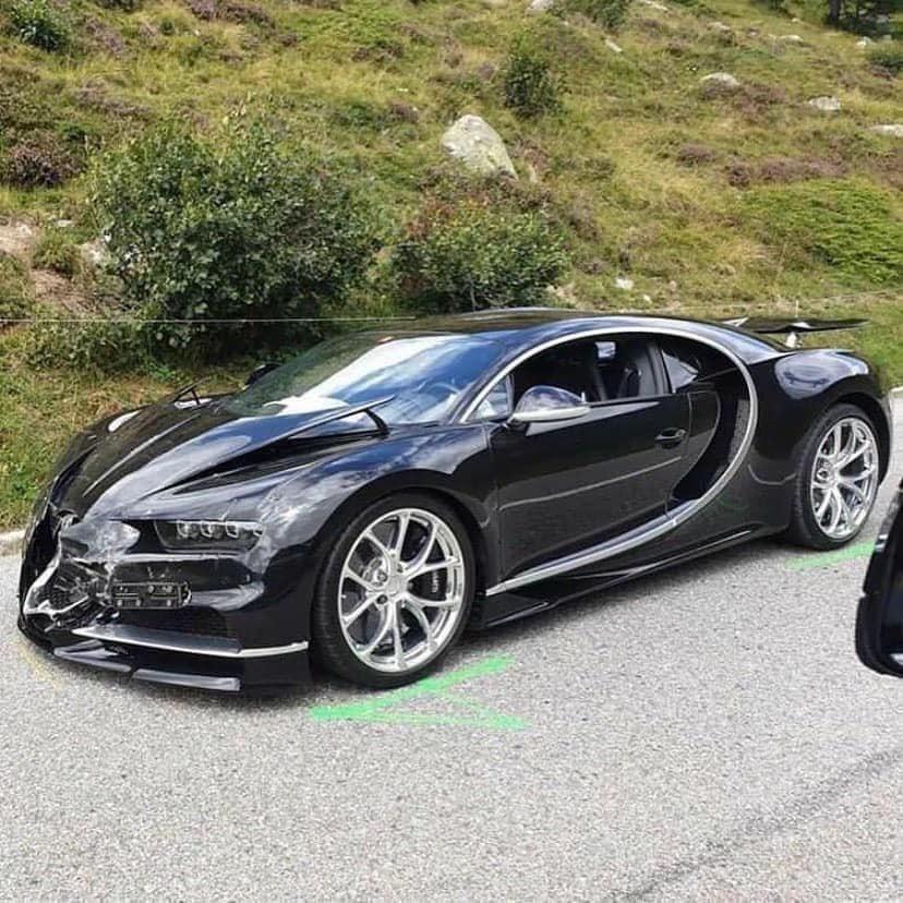 ДТП столетия : На перевале Сен-Готард в Швейцарии столкнулись Mercedes, Porsche и Bugatti