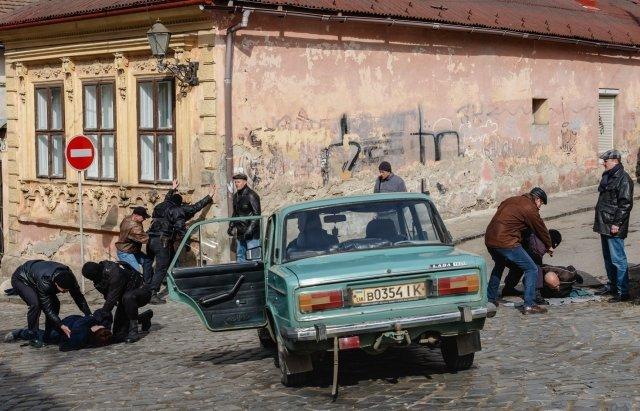 В центре Ужгорода стреляются банды: Все снимают видеокамеры, улица перекрыта