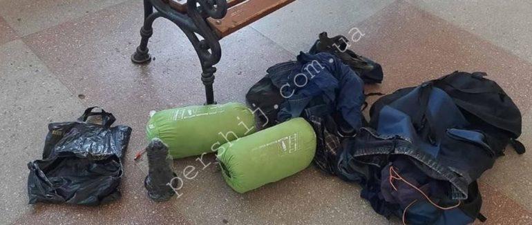"""Ужгород. Замість страшенної """"бомби"""" знайшли рюкзак із особистими речами"""