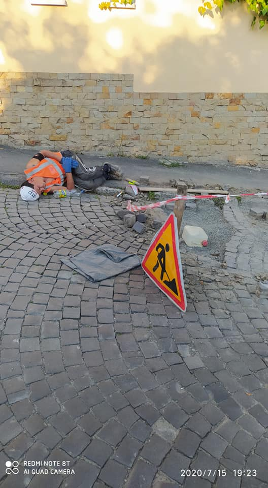 В ніякі ворота не лізе! Ужгородський монстр Андріїв нещадно експлуатує підлеглих — ті засинають прямо на роботі