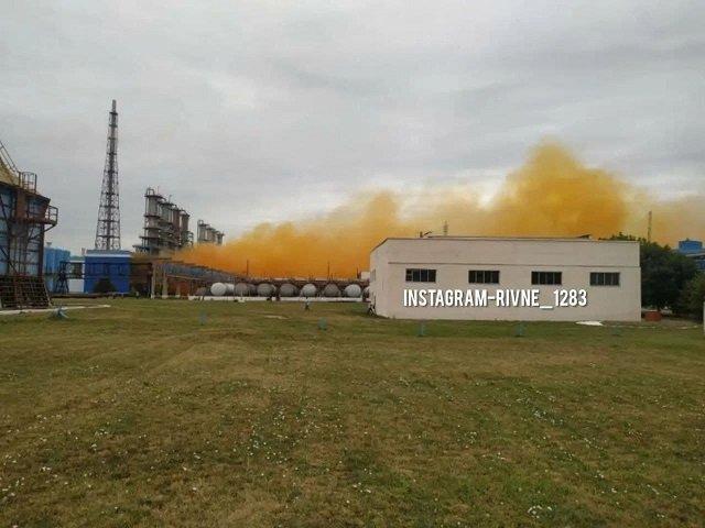 На химическом заводе близ Ровно произошел взрыв на производстве азотной кислоты.