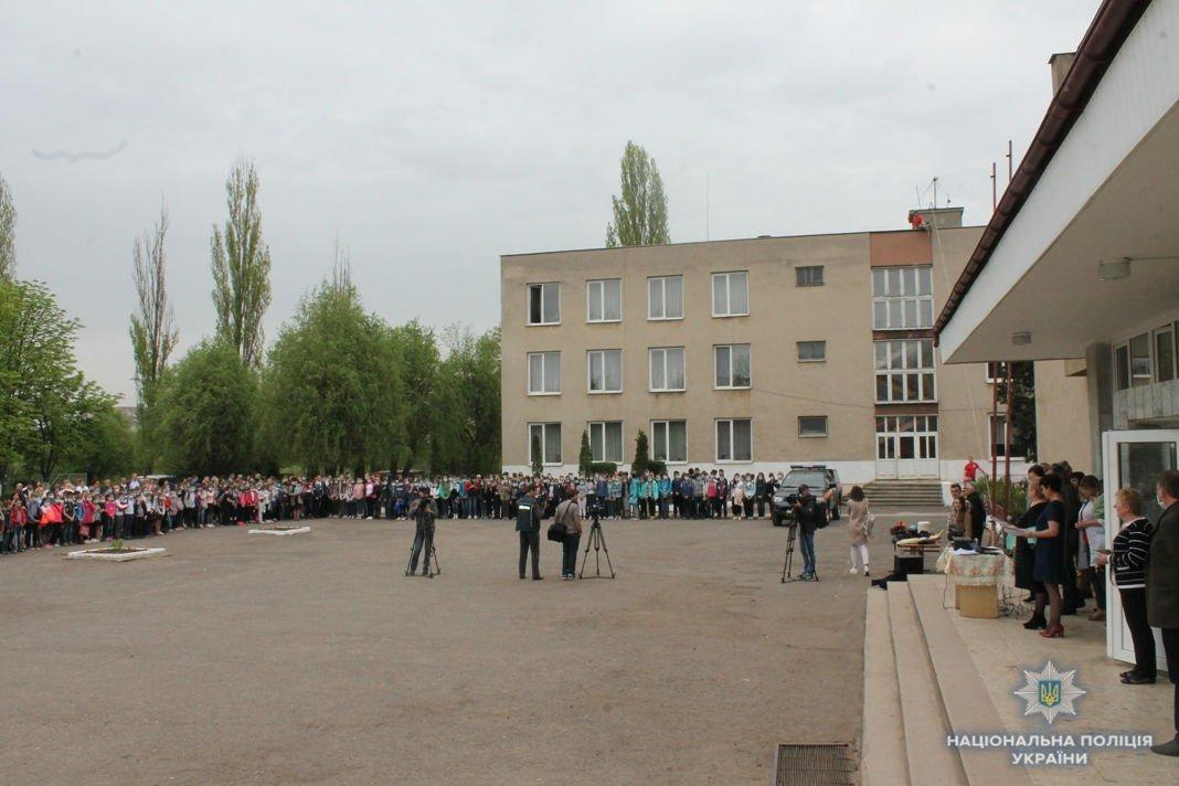 Кінологи знайшли дитину, яка загубилася на навчаннях з евакуації під час пожежі у школі в м.Ужгород