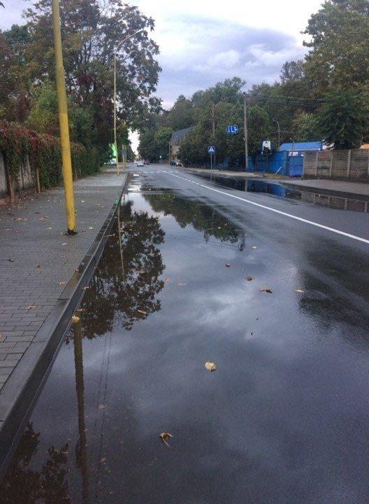 Чс покласти цьому край! Дощі розмивають як пісок щойно відремонтовані дороги у столиці Закарпаття