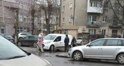 В Ужгороде по центру гулял человек в курьезном наряде