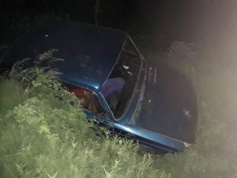 Під Ужгородом п'яний водій скерував своє авто у кювет