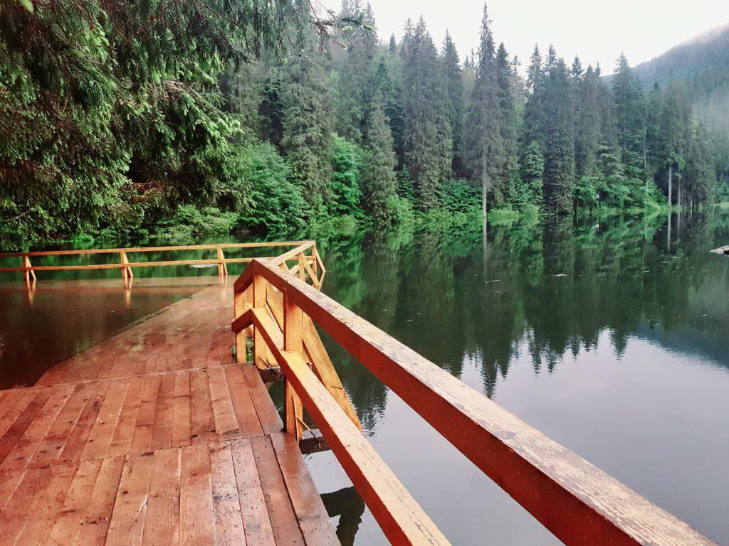 Гости Закарпатья имеют уникальную возможность полюбоваться полноводным Синевирским озером