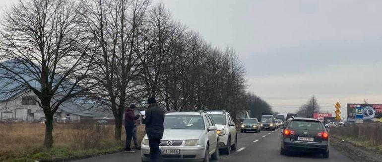 В Закарпатье масштабное ДТП - один автомобиль от удара отбросило назад