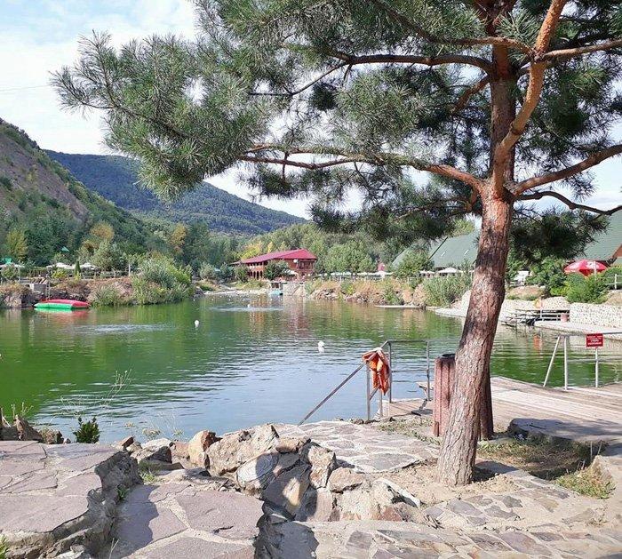 Закарпаття. Комплекс відпочинку «Чорна гора» біля Виноградова — ідеальне місце для сімейного відпочинку