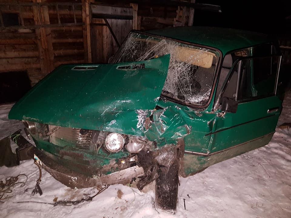 """На дорозі в горах Закарпаття не розминулися """"Жигулі"""" з пасажирським бусом — є постраждалі"""