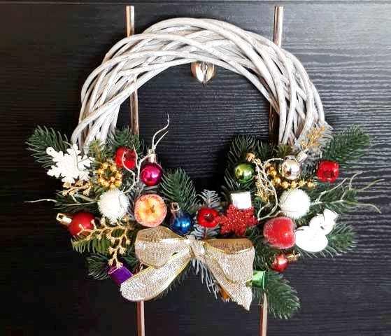 На ринках Закарпаття мерехтить в очах від розмаїття новорічно-різдвяних виробів