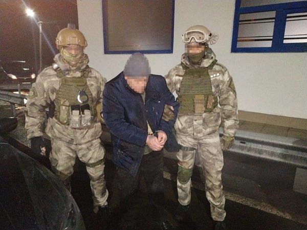 """Закарпаття. """"Опіумного"""" українця суд взяв під варту з можливістю внесення застави у 2 мільйони гривень"""