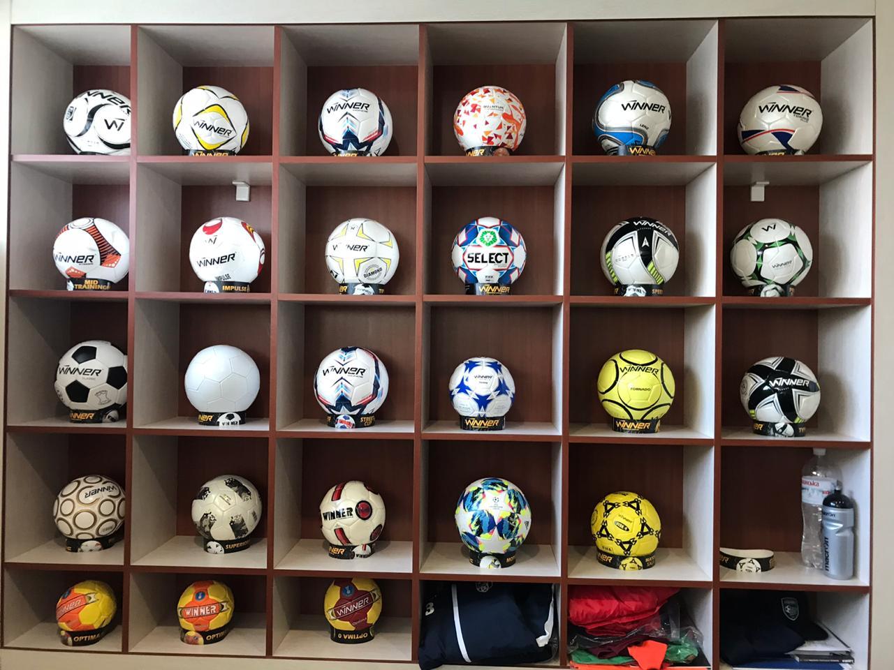 Контрабандні спортивні одяг та аксесуари на прилавки українських магазинів не потраплять