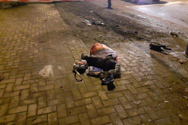 Іномарка у Дніпрі під час погоні за нею патрульних буквально знесла трьох пішоходів