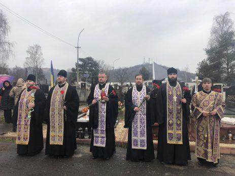 У Мукачево відслужили поминальну панахиду за загиблими у Дебальцево