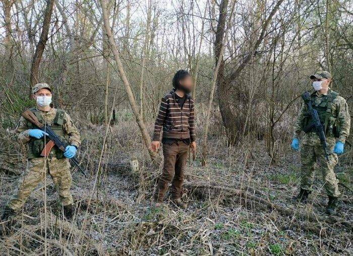 Стражі кордонів Закарпаття упіймали 2-х українців, які прагнули нелегально потрапити до Європи
