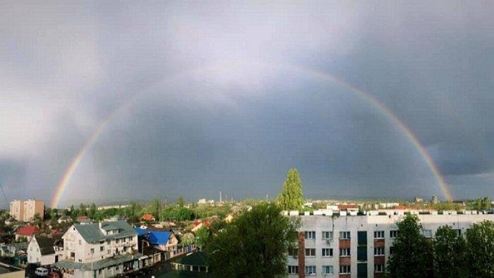 Жители Ужгорода как по команде подняли головы и ошарашенно смотрели в небо