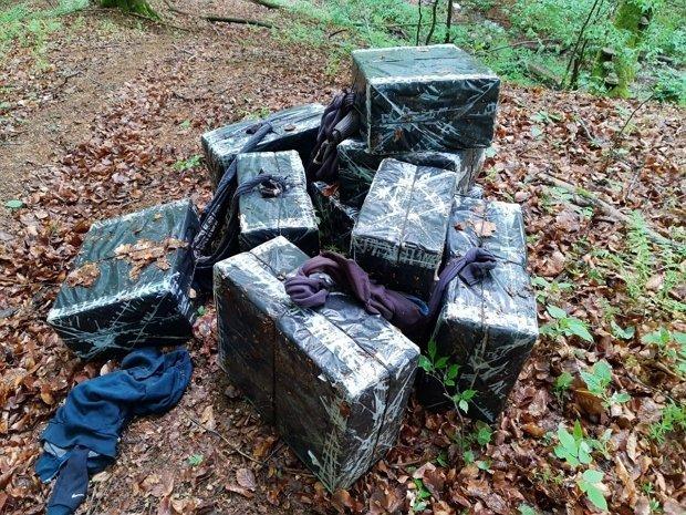 Контрабандистов на границе с Румынией опять не поймали, но брошенных ими сигарет - не счесть