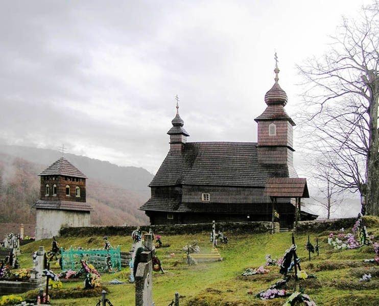 Закарпаття. Мертве село Лікіцари виживає сьогодні за рахунок туризму