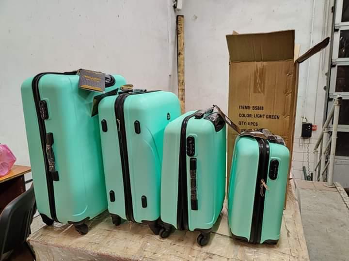 У сусідів Закарпаття на кордоні у фурах знайшли на 500 тисяч гривень контрабадних куфрів