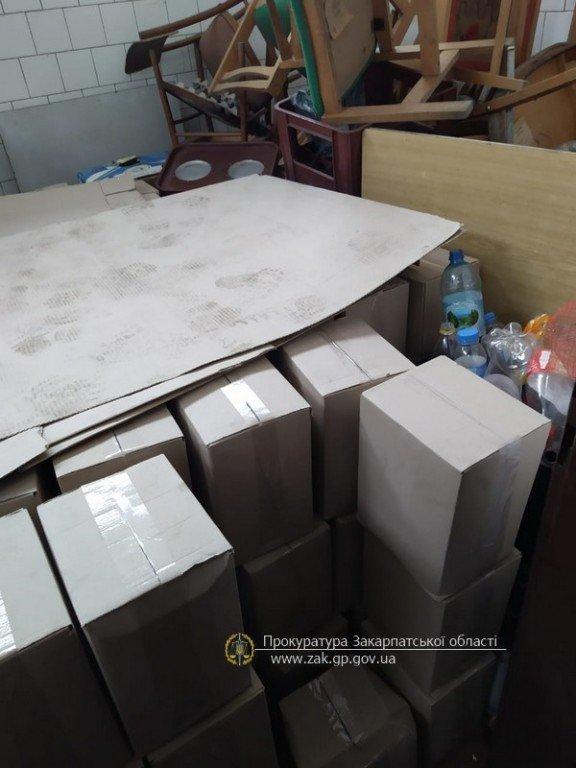 В Закарпатье раскрыли склад, где хранили в тайне больше 10 тонн фальсифицированного алкоголя